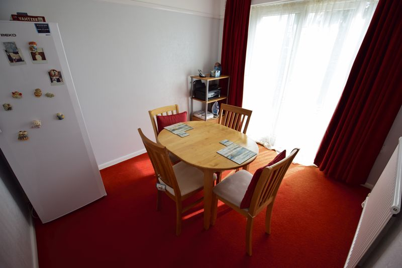 3 bedroom Mid Terrace to buy in Whipperley Way, Luton - Photo 4