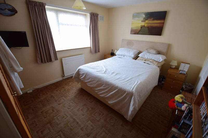 3 bedroom Mid Terrace to buy in Whipperley Way, Luton - Photo 7