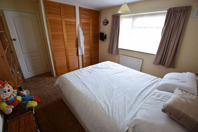 3 bedroom Mid Terrace to buy in Whipperley Way, Luton - Photo 8