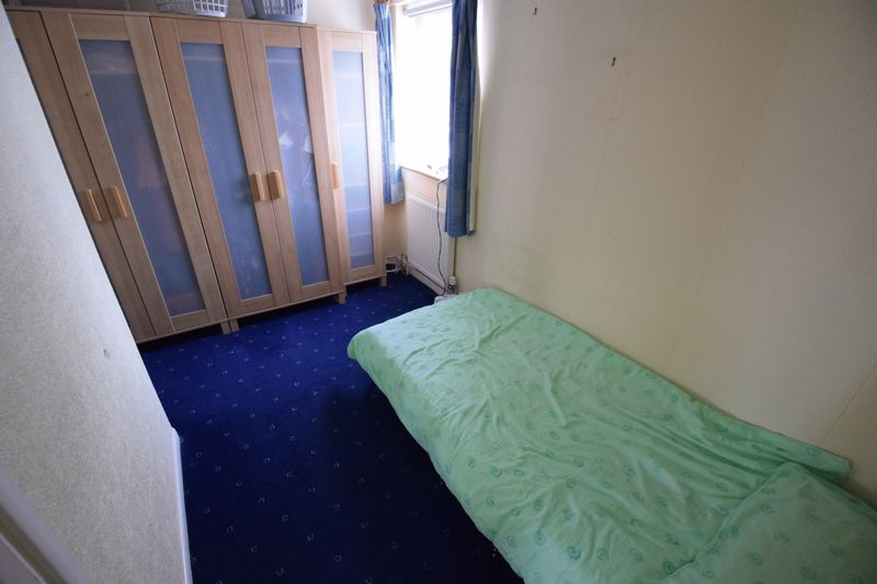 3 bedroom Mid Terrace to buy in Whipperley Way, Luton - Photo 10