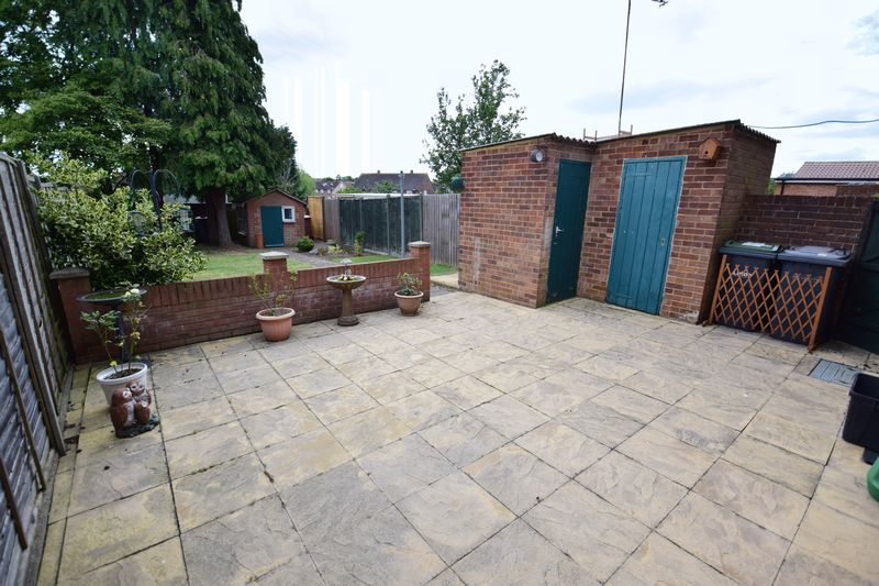 3 bedroom Mid Terrace to buy in Whipperley Way, Luton - Photo 13