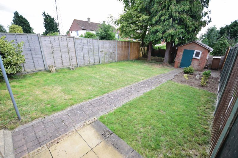 3 bedroom Mid Terrace to buy in Whipperley Way, Luton - Photo 15