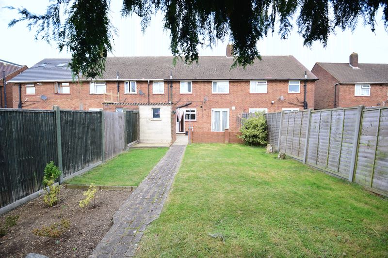 3 bedroom Mid Terrace to buy in Whipperley Way, Luton - Photo 16