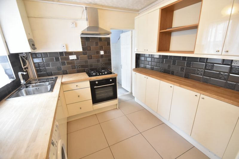 3 bedroom Mid Terrace to rent in Dale Road, Luton