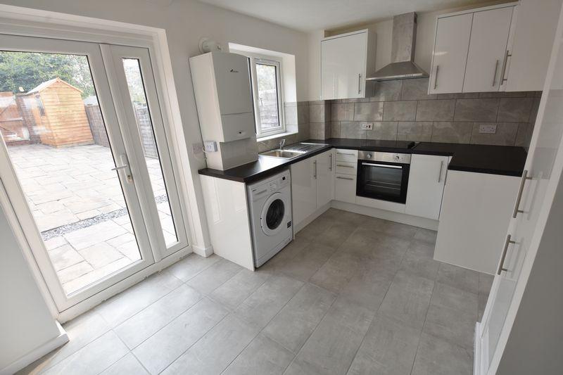 2 bedroom Mid Terrace to rent in Benington Close, Luton - Photo 3