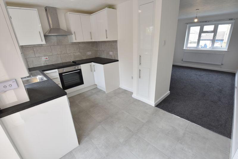 2 bedroom Mid Terrace to rent in Benington Close, Luton - Photo 4