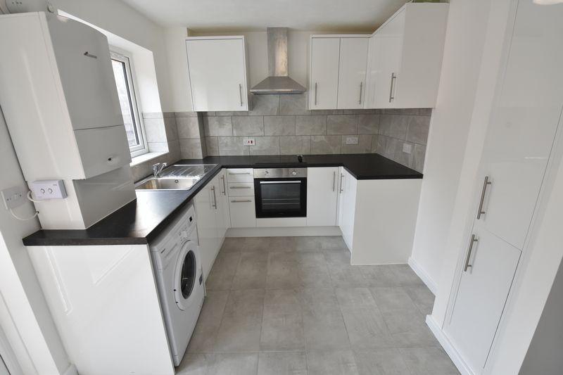 2 bedroom Mid Terrace to rent in Benington Close, Luton - Photo 5