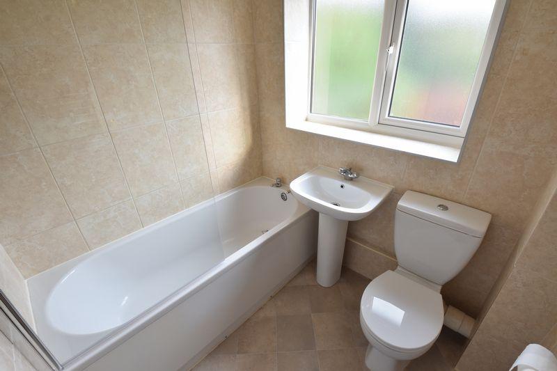 2 bedroom Mid Terrace to rent in Benington Close, Luton - Photo 8