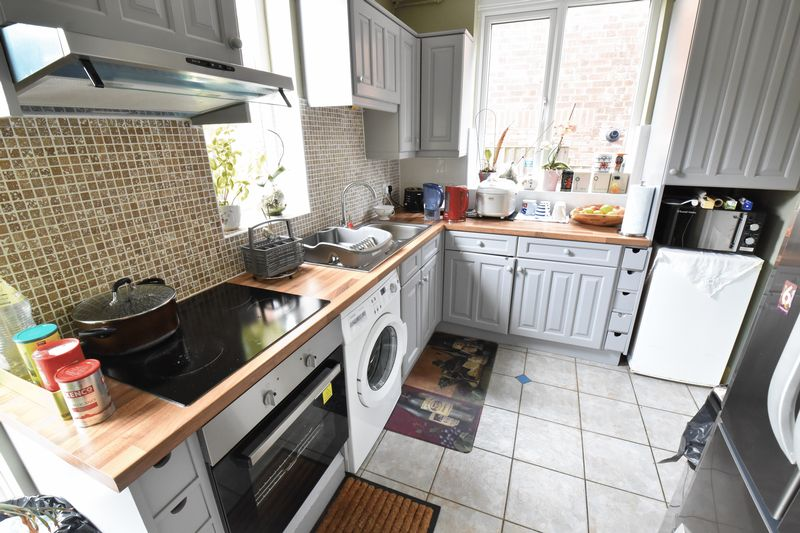 3 bedroom End Terrace to buy in Strathmore Avenue, Luton - Photo 4