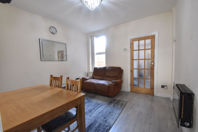 3 bedroom Mid Terrace to buy in Mansfield Road, Luton - Photo 1