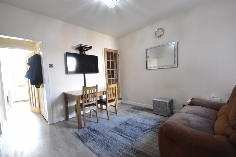 3 bedroom Mid Terrace to buy in Mansfield Road, Luton - Photo 2