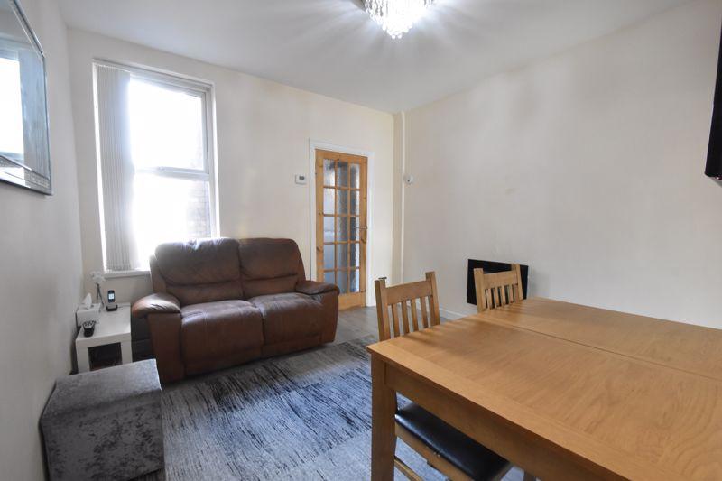 3 bedroom Mid Terrace to buy in Mansfield Road, Luton - Photo 3