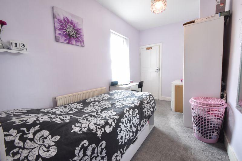 3 bedroom Mid Terrace to buy in Mansfield Road, Luton - Photo 12