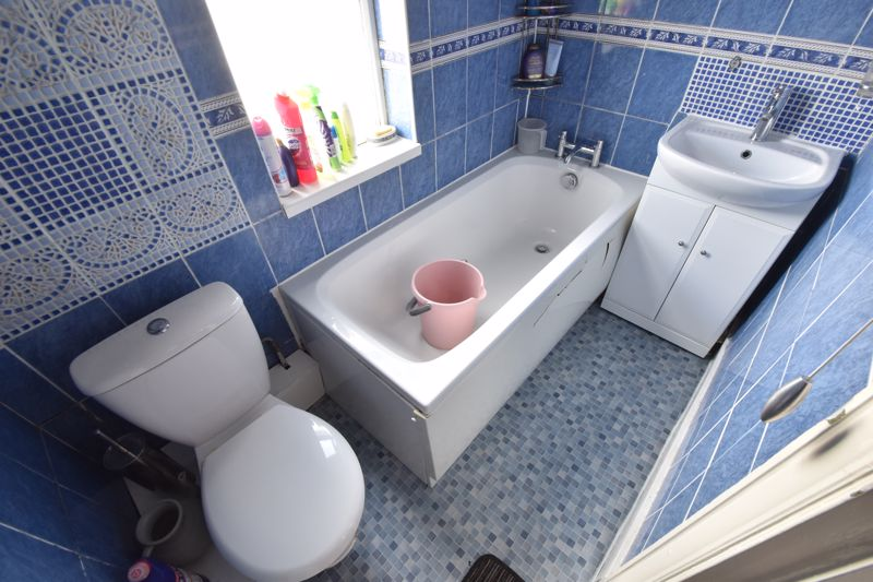 3 bedroom Mid Terrace to buy in Mansfield Road, Luton - Photo 14