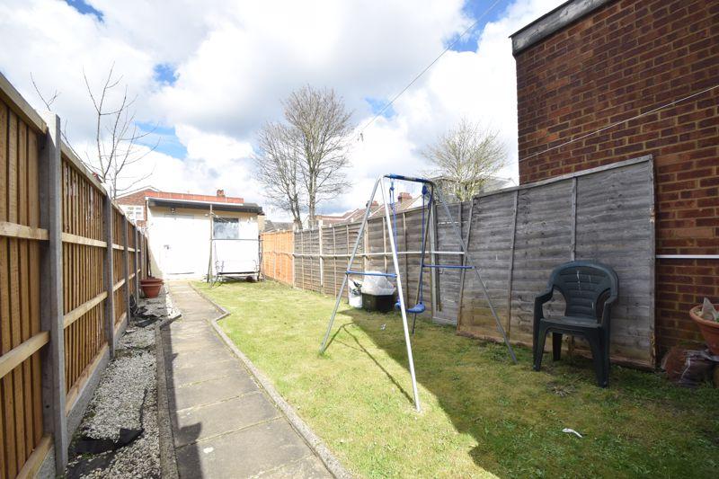3 bedroom Mid Terrace to buy in Mansfield Road, Luton - Photo 15