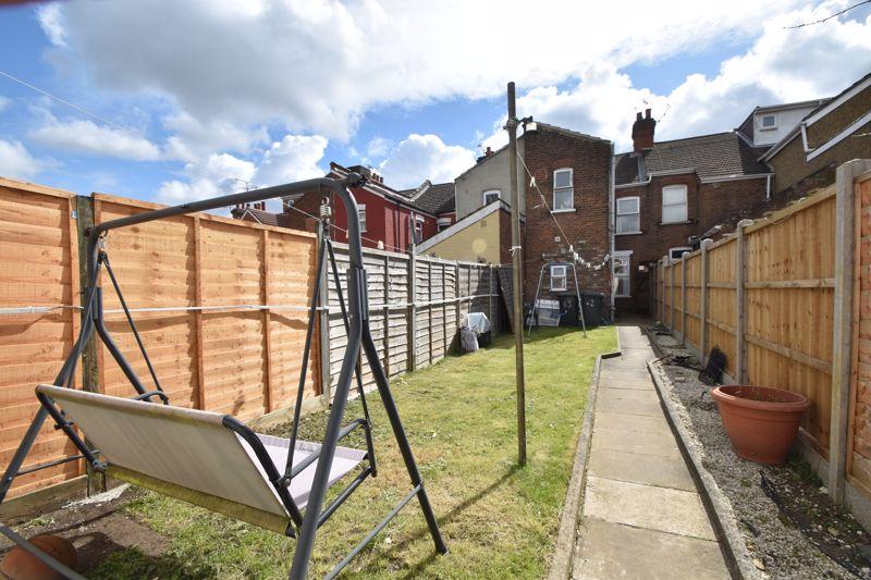 3 bedroom Mid Terrace to buy in Mansfield Road, Luton - Photo 16