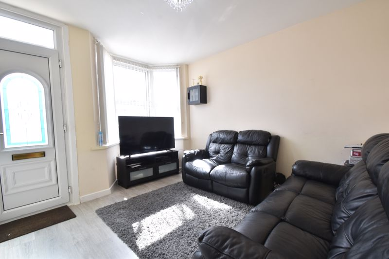 3 bedroom Mid Terrace to buy in Mansfield Road, Luton - Photo 17