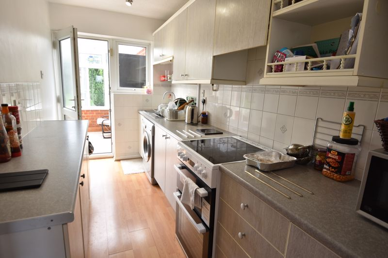 3 bedroom Semi-Detached  to rent in Emerald Road, Luton - Photo 1