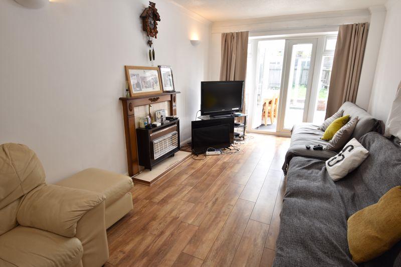 3 bedroom Semi-Detached  to rent in Emerald Road, Luton - Photo 2