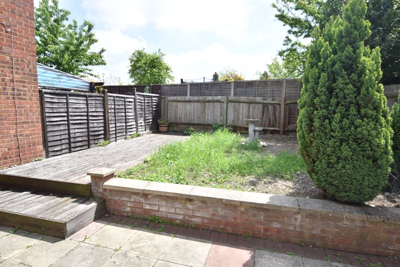 3 bedroom Semi-Detached  to rent in Emerald Road, Luton - Photo 6