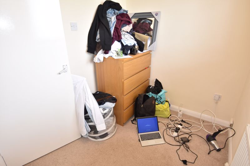 3 bedroom Semi-Detached  to rent in Emerald Road, Luton - Photo 15