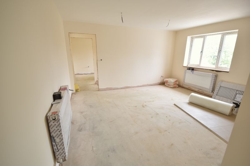 7 bedroom  to buy in Dumfries Street, Luton - Photo 1