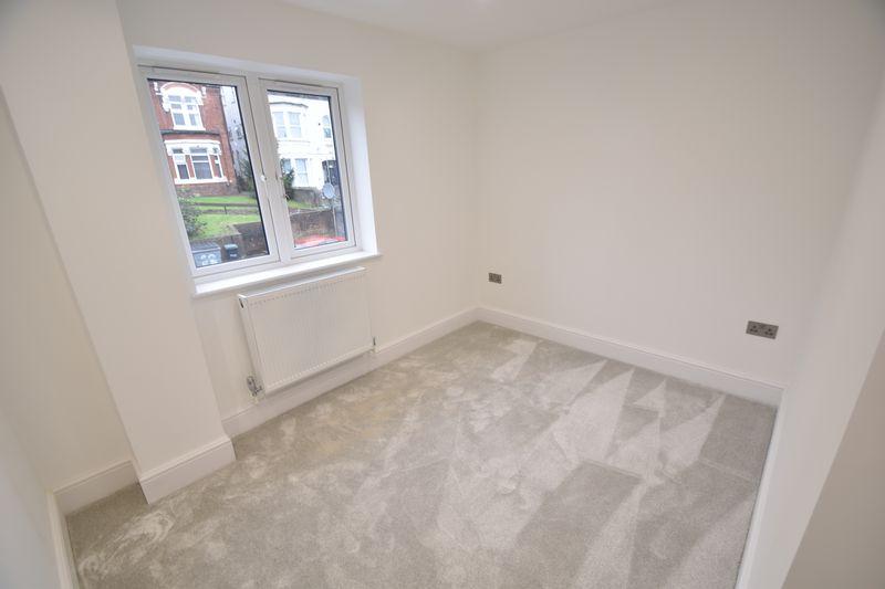 2 bedroom Flat to rent in Napier Road, Luton - Photo 2