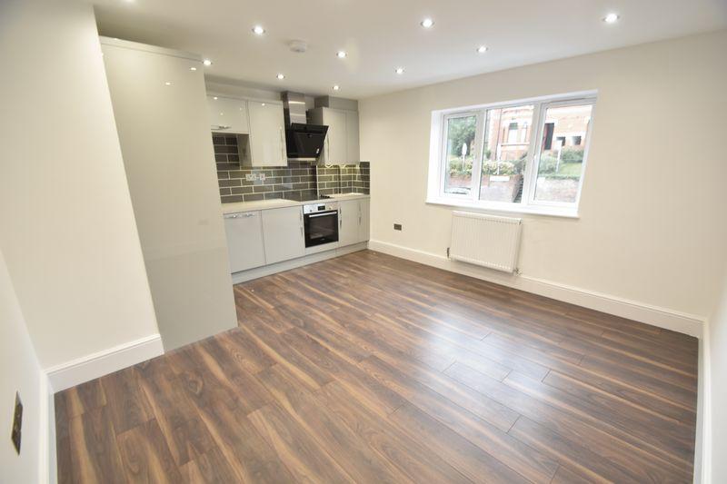2 bedroom Flat to rent in Napier Road, Luton - Photo 3