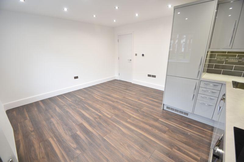 2 bedroom Flat to rent in Napier Road, Luton - Photo 7