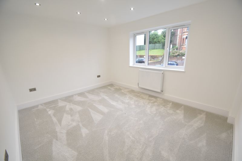 2 bedroom Flat to rent in Napier Road, Luton - Photo 8