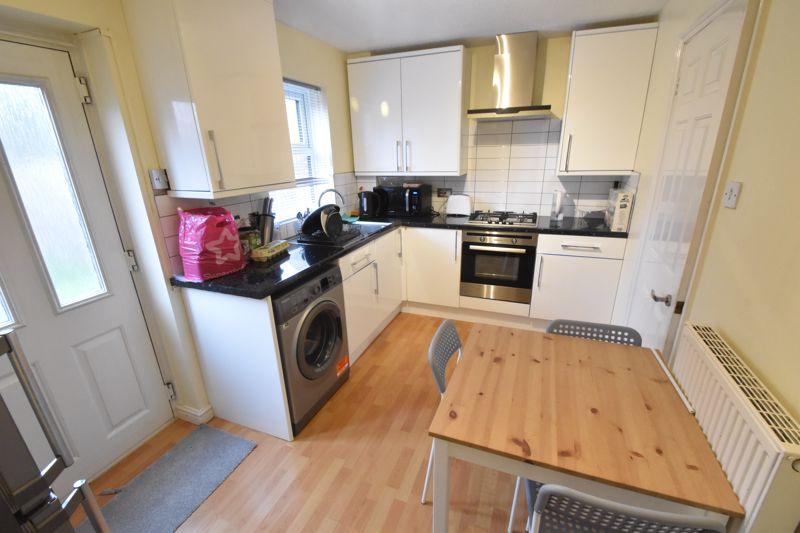 2 bedroom Mid Terrace to buy in Gleneagles Drive, Luton - Photo 4