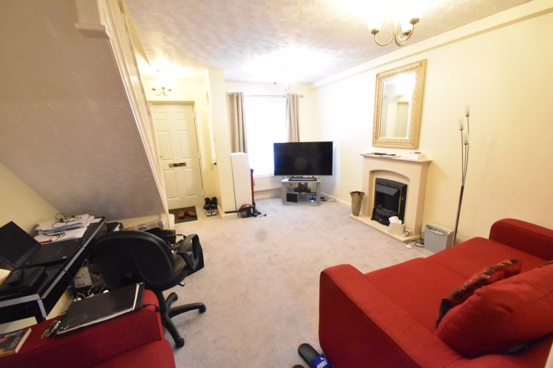 2 bedroom Mid Terrace to buy in Gleneagles Drive, Luton - Photo 7