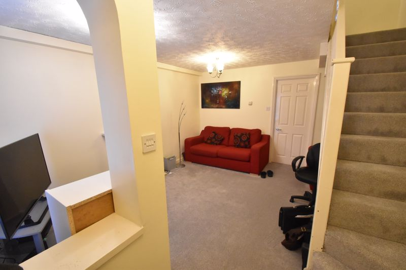 2 bedroom Mid Terrace to buy in Gleneagles Drive, Luton - Photo 8