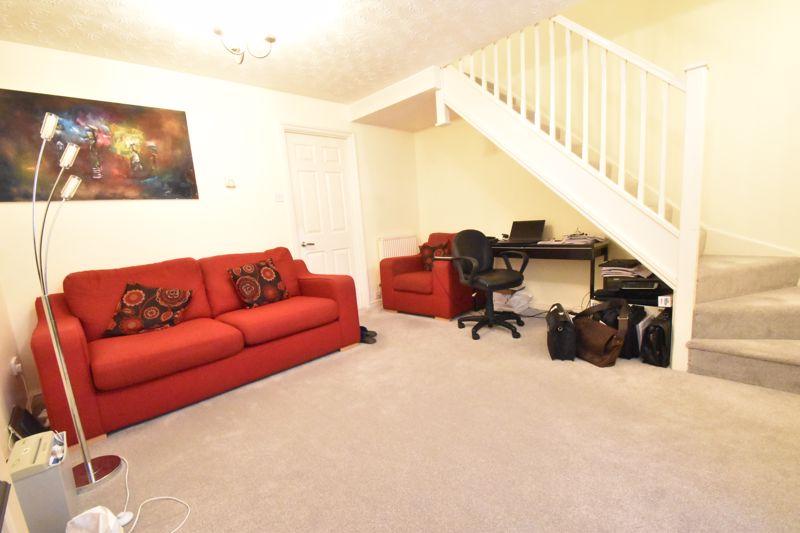2 bedroom Mid Terrace to buy in Gleneagles Drive, Luton - Photo 10