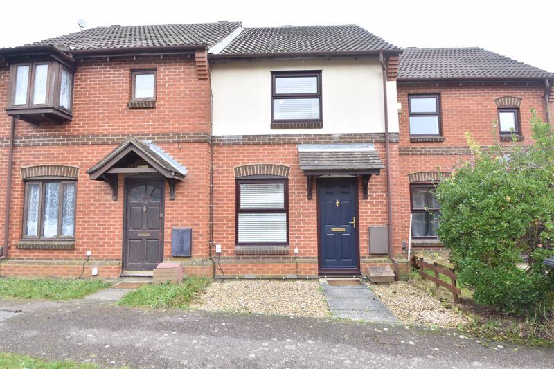 2 bedroom Mid Terrace to buy in Gleneagles Drive, Luton