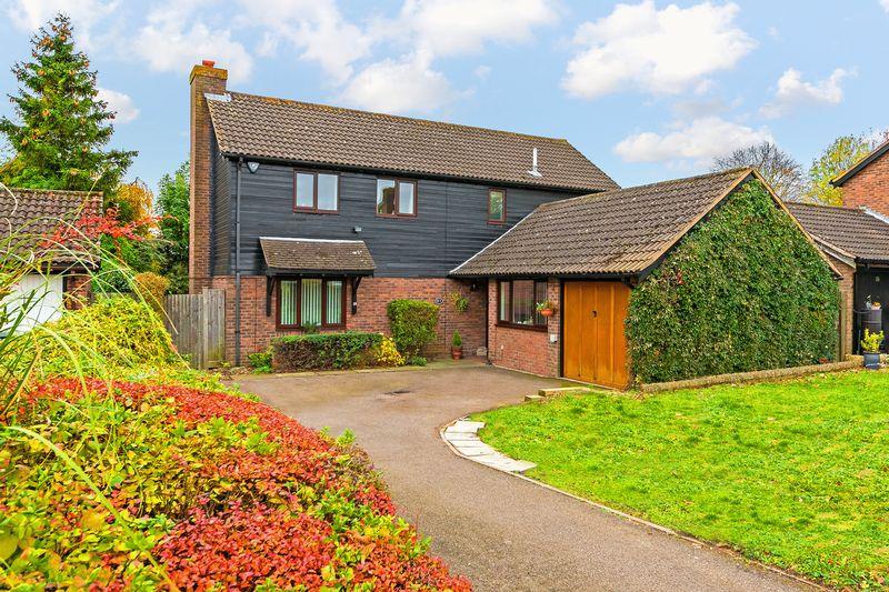 4 bedroom Detached  to buy in Stoneleigh Close, Luton