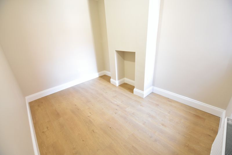 6 bedroom Mid Terrace to rent in Ashburnham Road, Luton - Photo 1