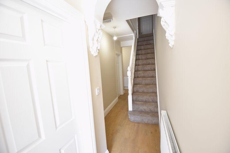 6 bedroom Mid Terrace to rent in Ashburnham Road, Luton - Photo 5