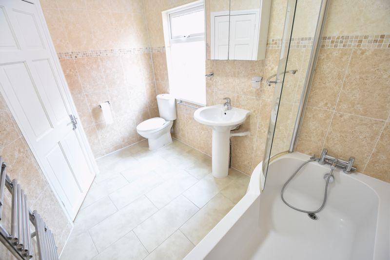 6 bedroom Mid Terrace to rent in Ashburnham Road, Luton - Photo 8