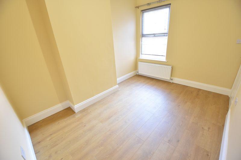 6 bedroom Mid Terrace to rent in Ashburnham Road, Luton - Photo 11