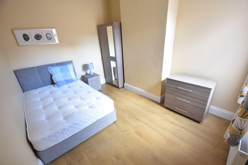 6 bedroom Mid Terrace to rent in Ashburnham Road, Luton - Photo 18