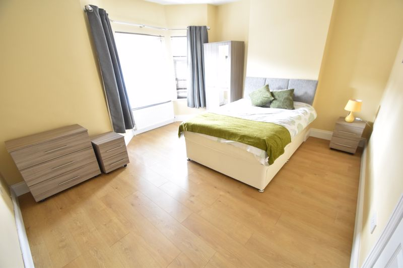 6 bedroom Mid Terrace to rent in Ashburnham Road, Luton - Photo 19