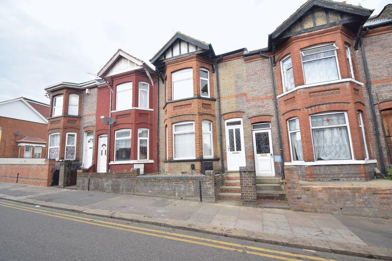 6 bedroom Mid Terrace to rent in Ashburnham Road, Luton - Photo 20