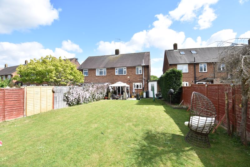 3 bedroom Semi-Detached  to buy in Farley Hill, Luton - Photo 5