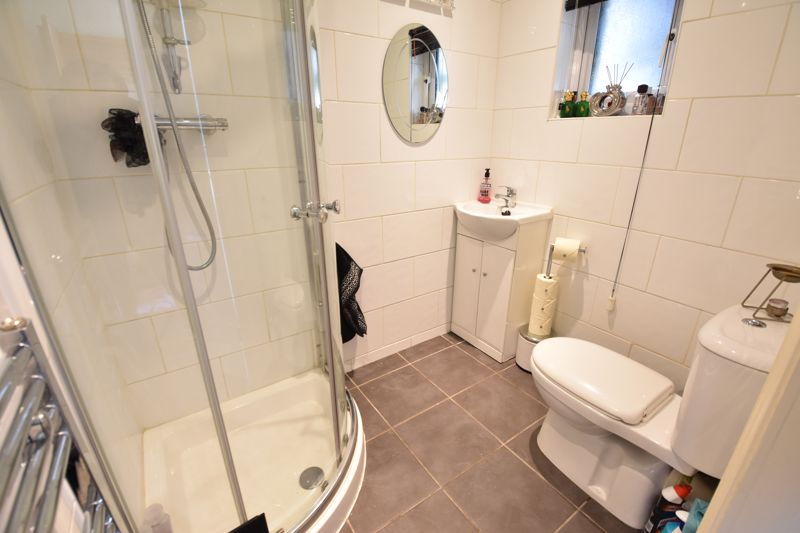 3 bedroom Semi-Detached  to buy in Farley Hill, Luton - Photo 9