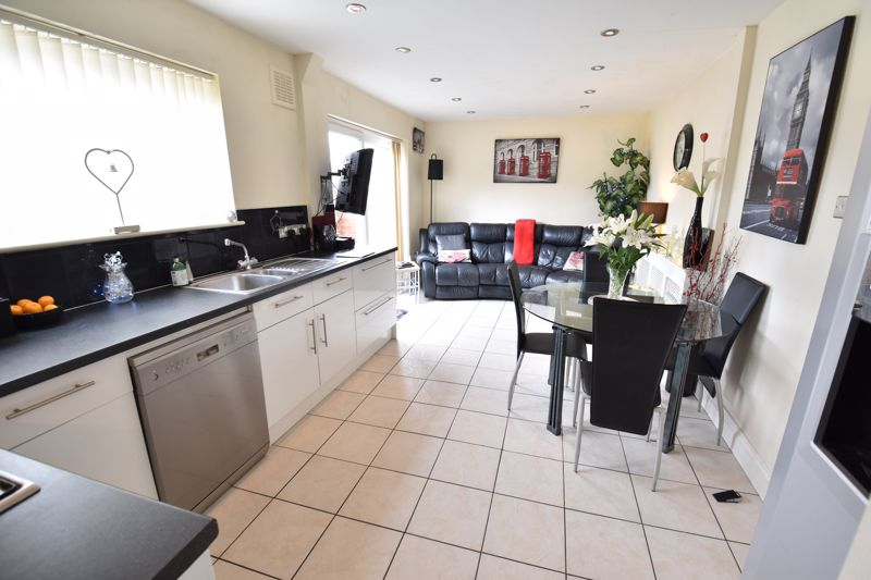 3 bedroom Semi-Detached  to buy in Farley Hill, Luton - Photo 10