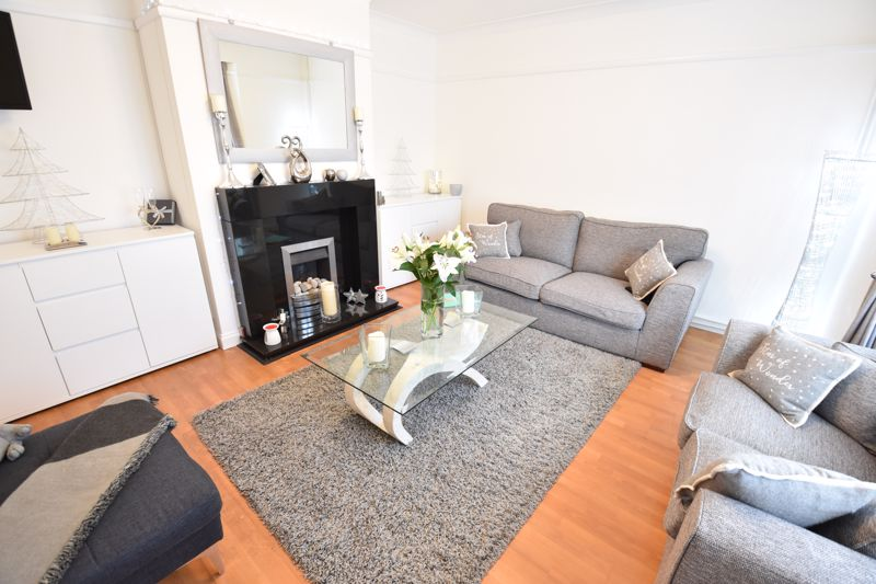 3 bedroom Semi-Detached  to buy in Farley Hill, Luton - Photo 11