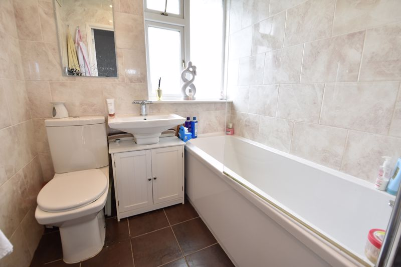 3 bedroom Semi-Detached  to buy in Farley Hill, Luton - Photo 14