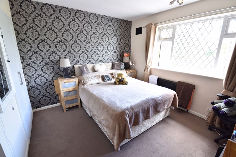 3 bedroom Semi-Detached  to buy in Farley Hill, Luton - Photo 16