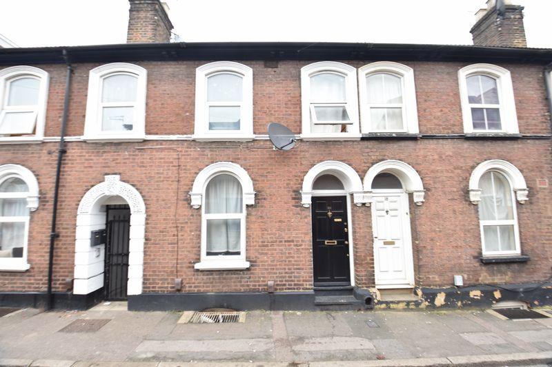 5 bedroom Mid Terrace to buy in Windsor Street, Luton